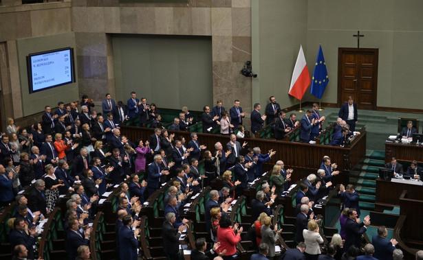 Sejm może uchwalić tajność obrad, ale taki wniosek muszą przegłosować posłowie