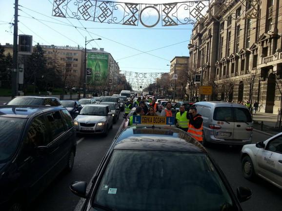Krajem prošle godine pobunilo se i nekoliko stotina instruktora vožnje zaposlenih u auto-školama iz cele Srbije