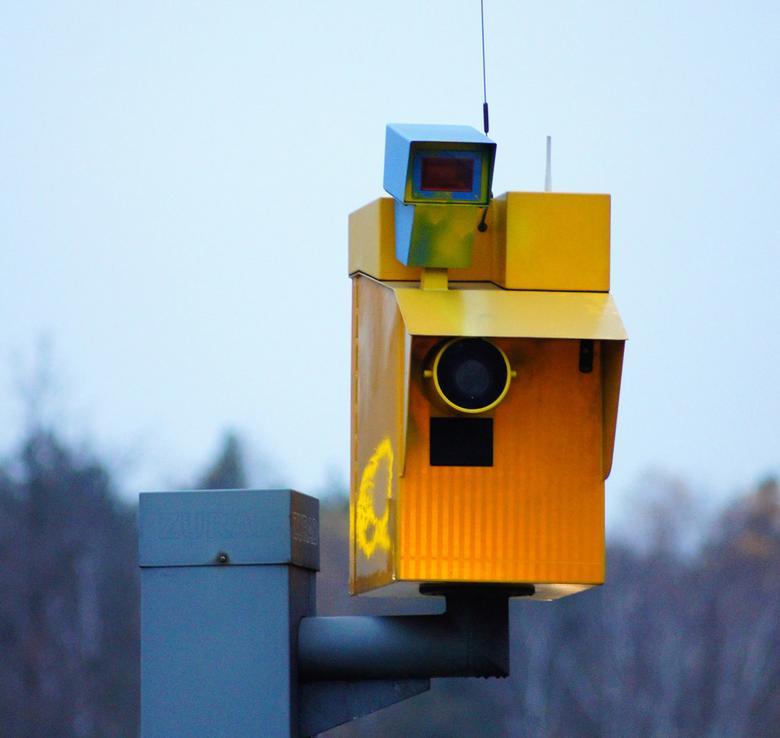 W przypadku tych urządzeń zdarza się, że np. mierzą one prędkość jednego auta, ale fotografują kolejne!