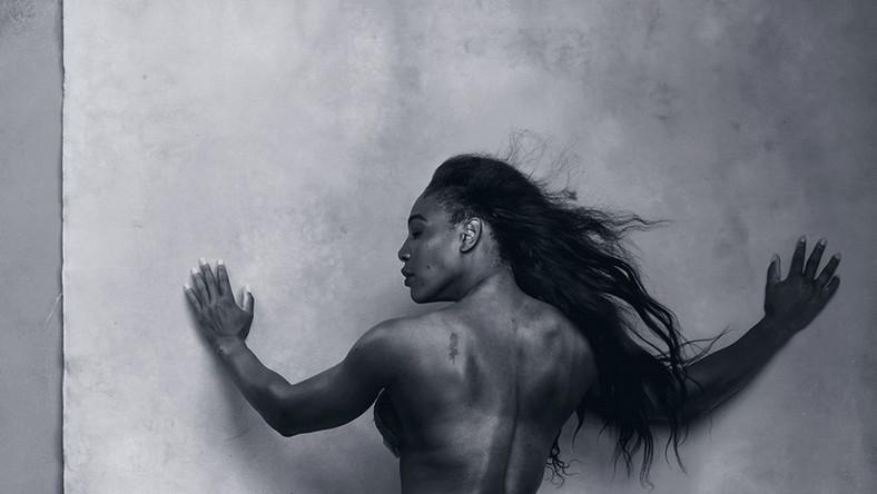 Amerykanka Annie Leibovitz jest autorką zdjęć do 43. edycji Kalendarza Pirelli. Artystka pracę nad wydaniem rozpoczęła w lipcu 2015 w jej nowojorskim studio. Warto przypomnieć, że Leibovitz jest również autorką zdjęć do Kalendarza Pirelli z 2000 r., w którym wystąpili tancerze choreografa Marka Morrisa. Zdjęcia do Kalendarza Pirelli w 2000 r. były pierwszymi aktami w jej karierze...