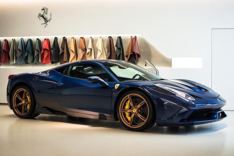 Ferrari 458 Speciale, czyli mocniejsza i lżejsza o 90 kg wersja. Silnik wytwarza 605 KM, a od zera do 100 km/h samochód przyspiesza w 3 sekundy