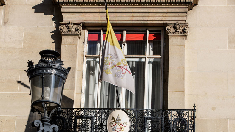 Ambasada Watykanu w Paryżu