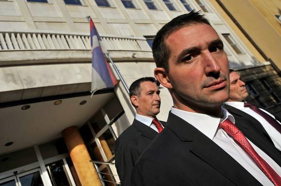 Bilo nas je mnogo, treba pitati one baš nadležne: Oliver Dulić