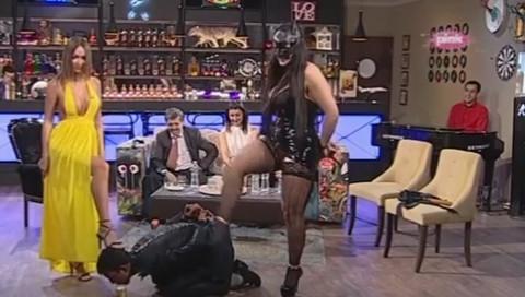 PROGRAM ZA 18+ NA PINKU! U studio ušetala domino dama i seksualno maltretirala goste (VIDEO)