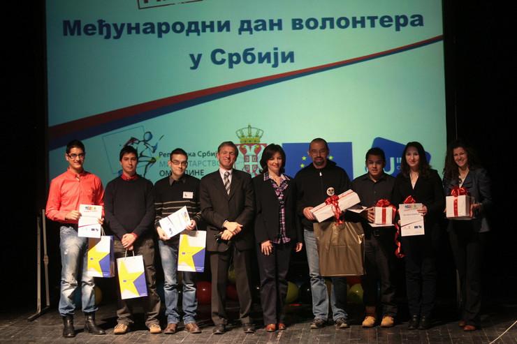 293899_volonteri05122012foto-a-stankovic018