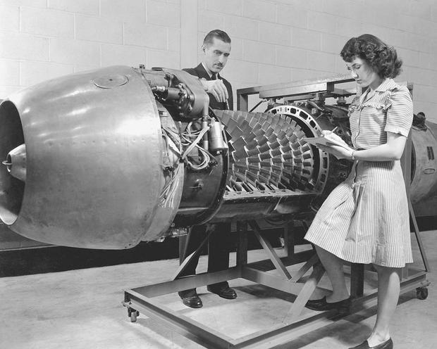 Silnik Me 262 podczas inspeckcji