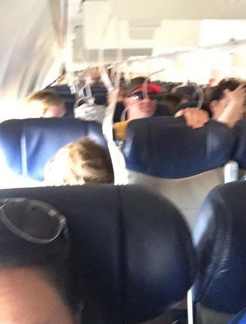 Panika w samolocie. Silnik rozpadł się w powietrzu