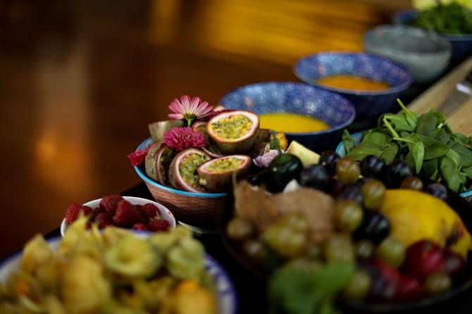 Ponuda zdravih sokova, voća i povrća je raznovrsna
