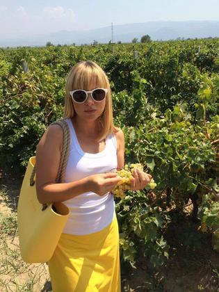Katarzyna Bujakiewicz dostaje prezenty od firm