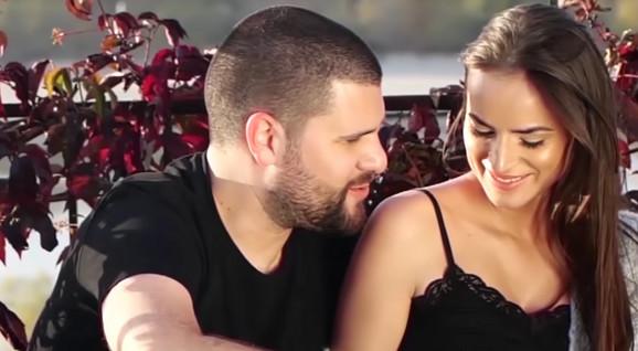 Nebojša Vojvodić sa suprugom Marinom u spotu