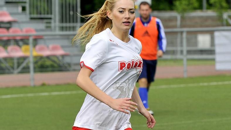 Miss Polonia kibicuje i… demonstruje piłkarskie umiejętności