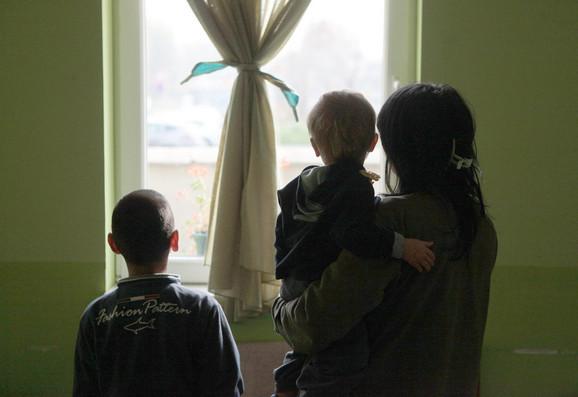USigurnoj kući trenutno je 24 žene i 25 dece