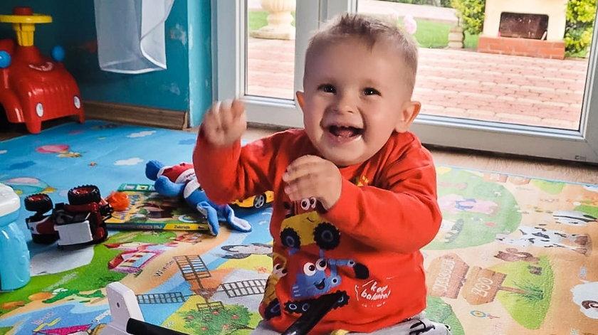 """Lekarze z Katowic """"przebudowali"""" serduszko małego Wiktorka. Tak teraz wygląda szczęśliwy chłopczyk"""