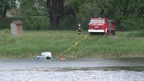 Samochód spadł z promu w Milsku i utonął w Odrze
