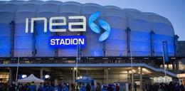 Ogromne logo na INEA Stadionie już świeci FILM