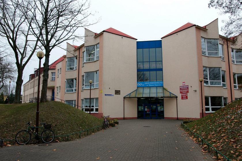 Gimnazjum w Wejherowie. Na szkolnym korytarzu doszło do bójki uczennicy z rodzicami koleżanki