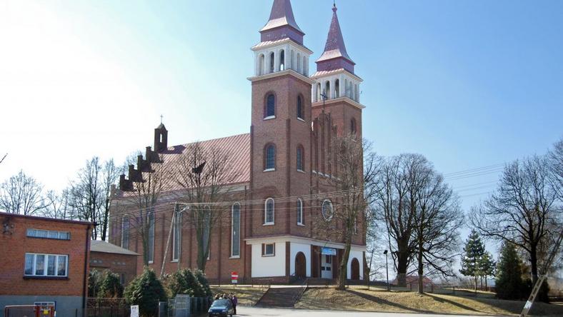 W sierpniu proboszcz parafii w Dłutowie zniknął bez śladu. Według parafian, zniknęły także pieniądze, które zbierał od nich ówczesnyi proboszcz