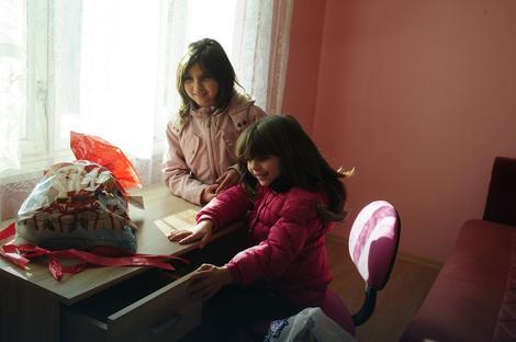 SVE U ROZE BOJI: Andriani i Jovani se najviše dopao radni sto
