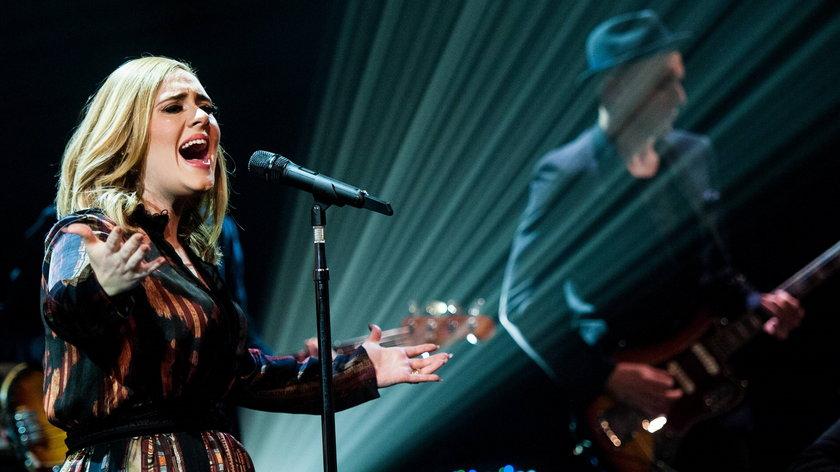 Powodem rezygnacji z dalszych występów są problemy wokalistki z głosem.