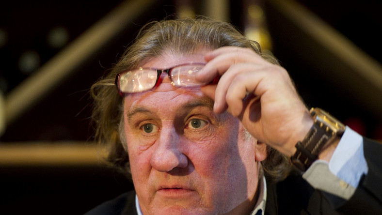 Gerard Depardieu potraktował podłogę samolotu jak toaletę