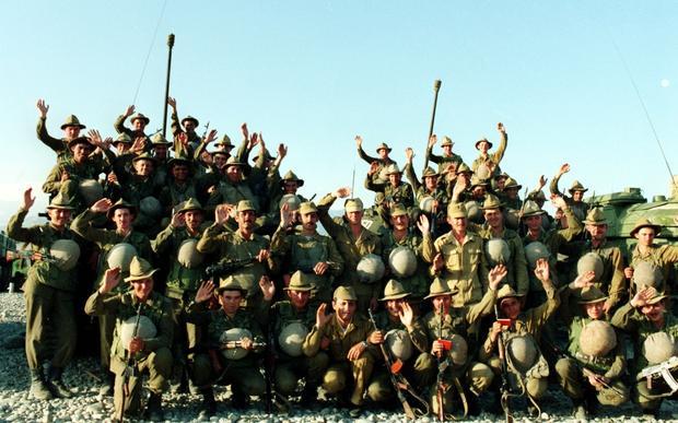 Jeden z ostatnich radzieckich oddziałów wycofujących się z Afganistanu w lutym 1989 r.