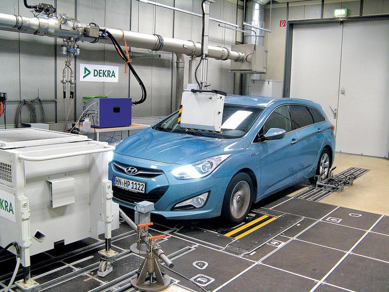Silnik okazał się mocniejszy, niż obiecuje producent, ale też spalał olej – podczas testu dolaliśmy 9,5 l środka smarnego.