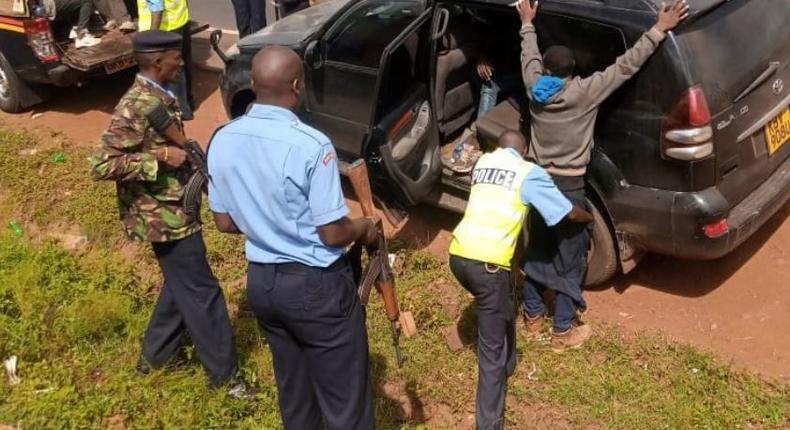 Police chase Prado to Kirinyaga, discover 13 Ethiopians, 20 kilograms of bhang