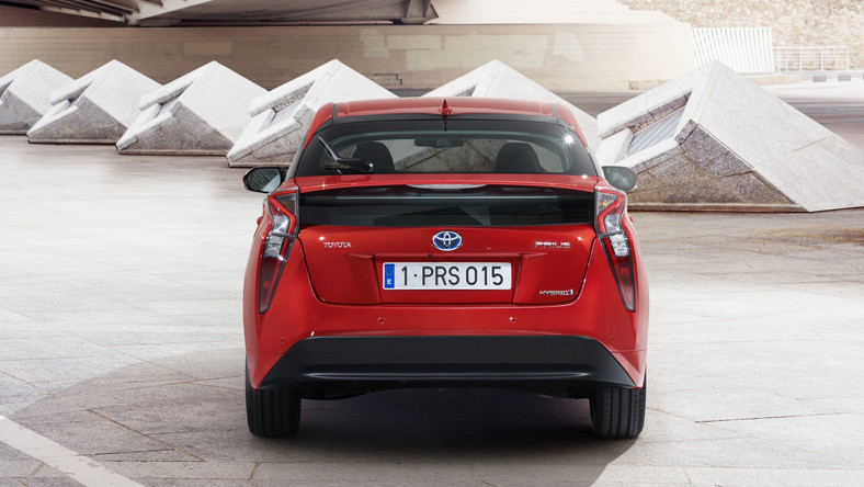 Inżynierowie Toyota zapewniają, że nowy prius napędzany jest układem hybrydowym najnowszej generacji, który zapewnia znacznie niższe zużycie paliwa, szczególnie w cyklu pozamiejskim. Napęd ma pracować ciszej i płynniej niż dotychczas.