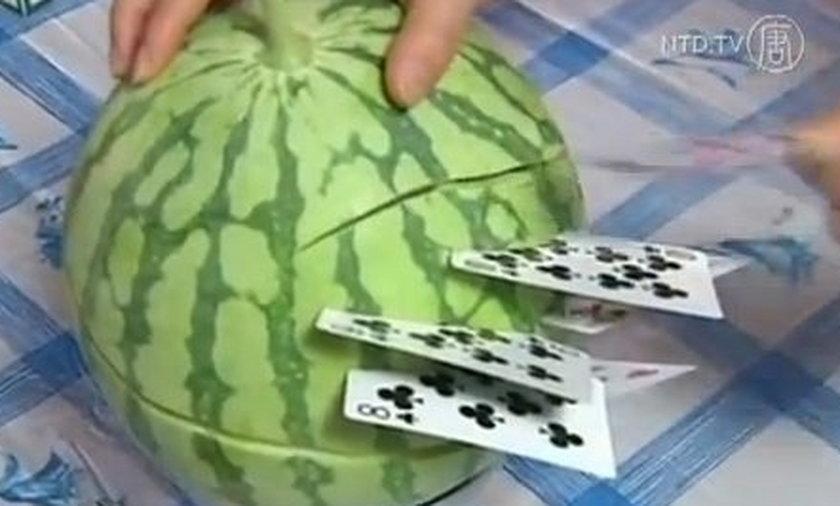 Ye Tongxin rzuca kartami
