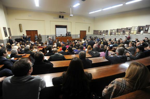 Povodom 100. rođendana profesorke Smilje Avramov, doajena Međunarodnog javnog prava, večeras je na Pravnom fakultetu u Beogradu održan svečani skup kojem su prisustvovali profesori tog fakulteta, predstavnici advokatske komore, ali i bivši ii sadašnji studenti prava