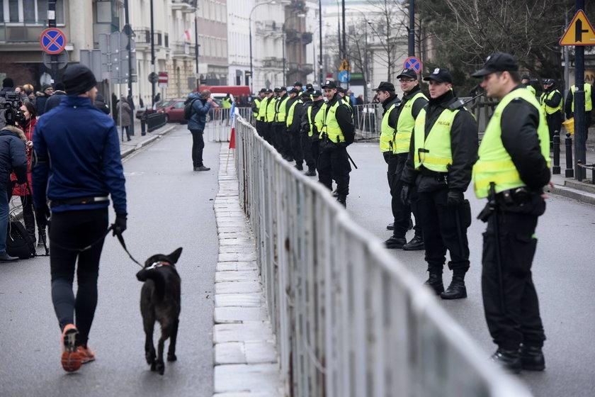 Ponad 2,5 mln zł na akcję policji! Zamiast porządku, pilnowali Sejmu