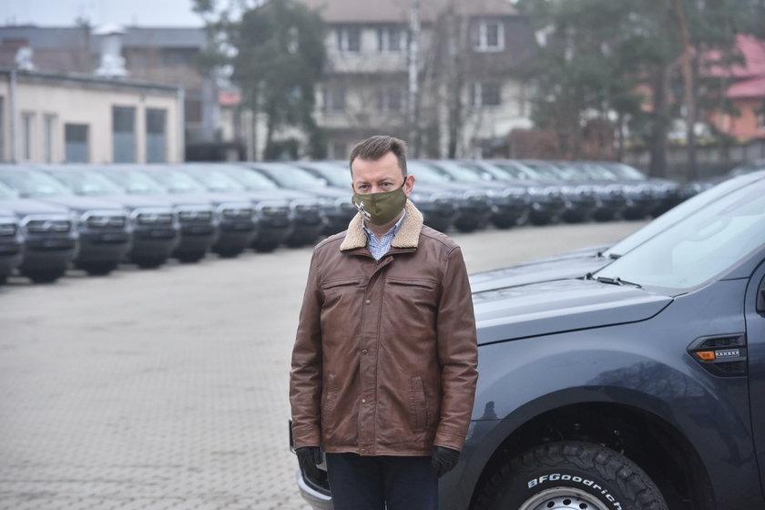 Mariusz Błaszczak podczas uroczystości przekazania wozów