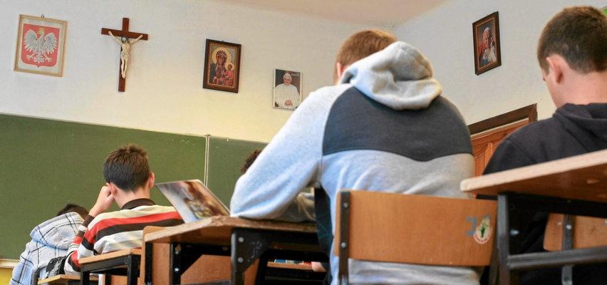 Szokująca lekcja religii w katowickim liceum. Praktykantka mówiła o techno-satanistach, idei LGBT i rakotwórczej antykoncepcji