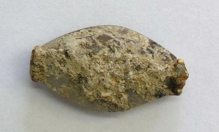 Znaleźli kamień i go umyli. To co odkryli, to sensacja