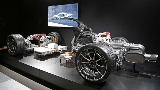 Nowe AMG z silnikiem F1