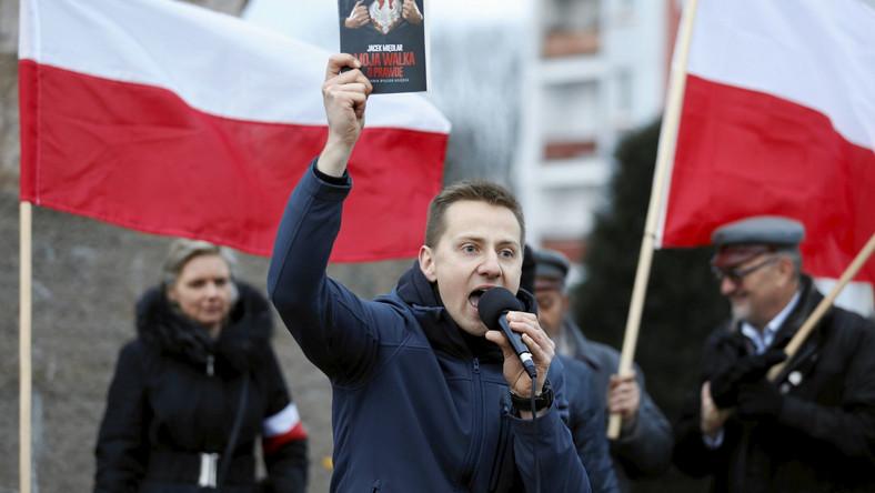 Jacek Międlar podczas manifestacji narodowców