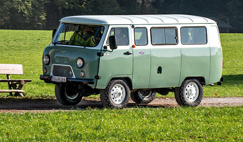 UAZ 452 Buchanka - 60-latek prosto z salonu