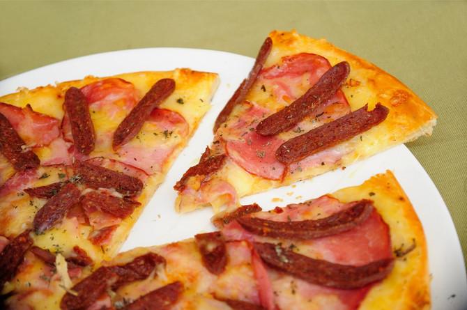 Sonja koristi samo najkvalitetnije namirnice iz svog kraja, a pica sa peglanom kobasicom je pravi hit