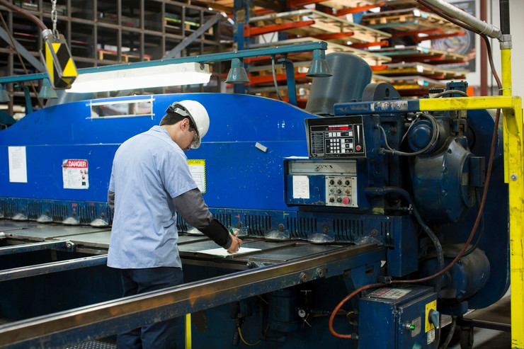 radnici fabrika01 foto profimedia