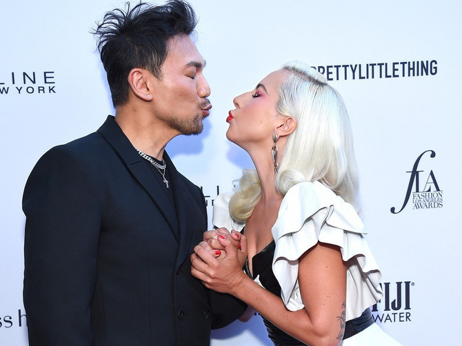Ledi Gaga opet KOKETIRALA pred kamerama dok nije ušetala Lima u haljini koja je ČIST SEKSEPIL: Pred njom svi padaju KAO POKOŠENI