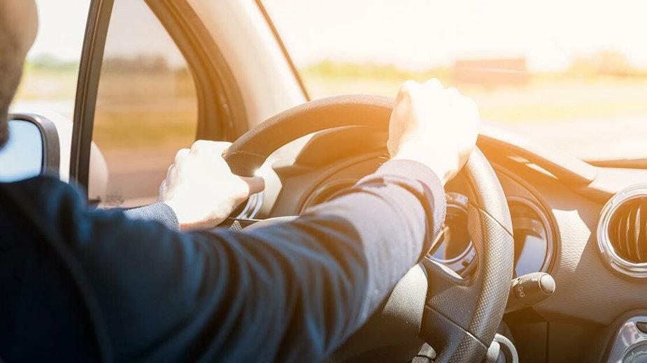 Podróż samochodem w upale