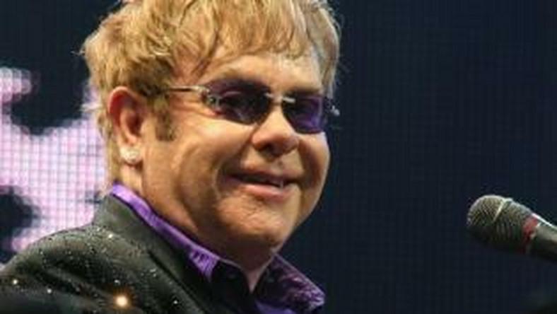 """Dwie najlepiej sprzedające się piosenki Eltona Johna to (wydane na jednym singlu) """"Something About The Way You Look Tonight"""" z 1997 roku i wersja utworu """"Candle In The Wind"""" z 1973 roku pod tytułem """"Goodbye England's Rose"""", dedykowaną księżnej Dianie, zaaranżowaną i wykonaną na uroczystościach pogrzebowych w 1997 roku. Każda z nich sprzedała się w Wielkiej Brytanii w 4,9 milionach egzemplarzy, zajmując ex aequo pierwsze miejsce na liście Official Singles Chart"""