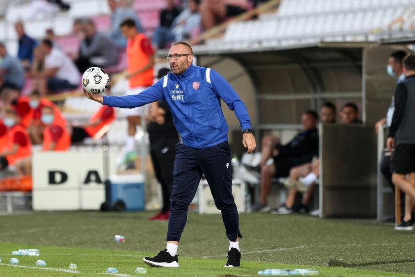 Przed drugim meczem z litewską Suduvą w eliminacjach Ligi Konferencji Europy trener Marek Papszun (47 l.) ma spory problem w linii obrony.