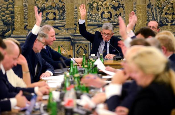 Komisja sprawiedliwości pozytywnie zaopiniowała nowelę ws. TK