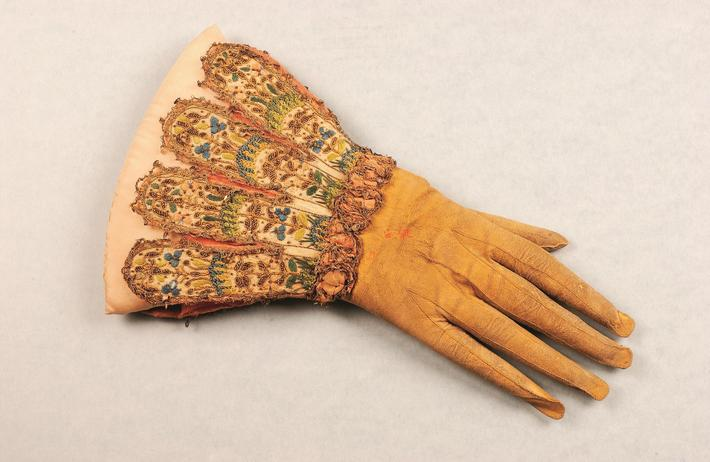 Single glove, c.1600-20 (leather, satin & silk)