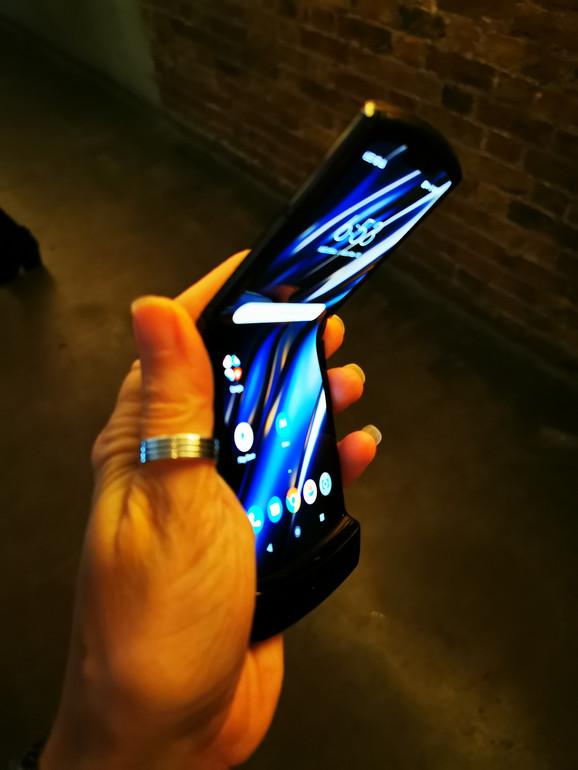 Telefon će biti u prodaji od sredine decembra