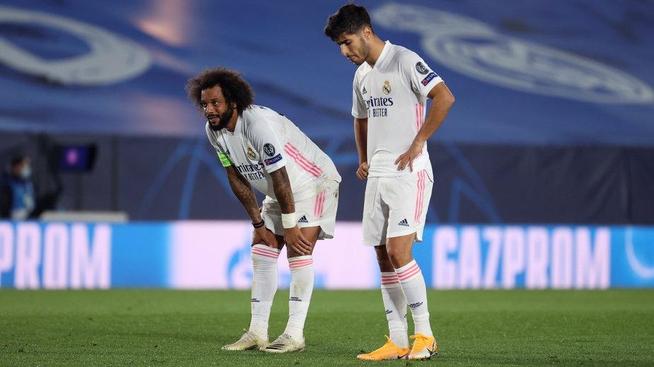 Marco Asensio (P) i Marcelo Vieira (L) w przegranym meczu Realu Madryt z Szachtarem Donieck