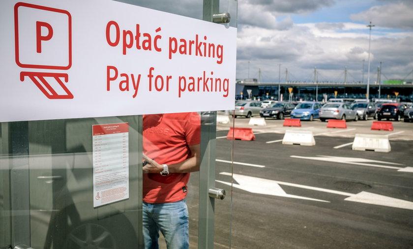 Nowe bramki wyjazdowe z parkingu na Lotnisku Katowice - Pyrzowice