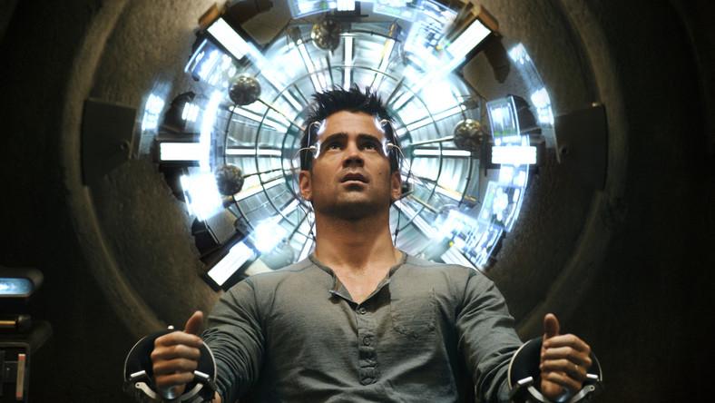 """""""Na ironię zakrawa fakt, że film, w którym tyle mówi się o pamięci i zapominaniu, na każdym kroku przypomina jakiegoś ze swoich ekranowych poprzedników. Jest w nowej """"Pamięci absolutnej"""" trochę z """"Matriksa"""", """"Incepcji"""", """"Gwiezdnych Wojen"""", """"Brazil"""", a nawet z """"Tożsamości Bourne'a"""". Są ślady poprzednich adaptacji prozy Philipa K. Dicka; scenografia na przykład odsyła zarówno do """"Blade Runnera"""", jak i """"Raportu mniejszości"""". Co ciekawe: wbrew temu, co zapowiadał w wywiadzie reżyser, dostajemy też całkiem sporo z oryginalnej wersji Paula Verhoevena"""" (Jakub Popielecki, filmweb.pl)"""