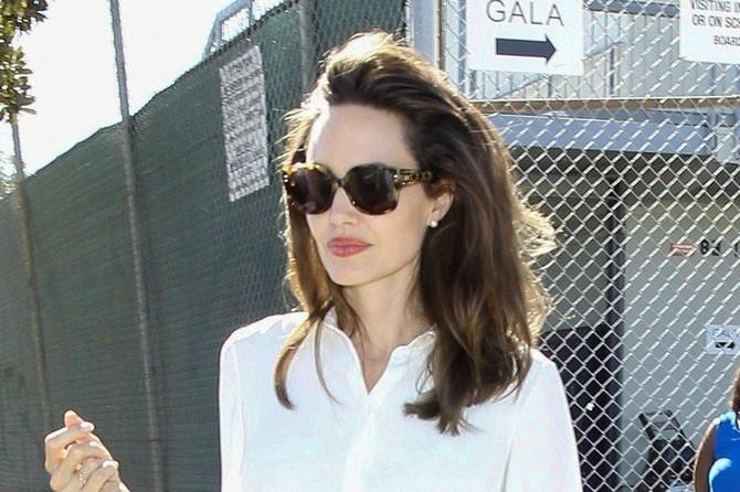 Anđelina Džoli i njena omiljena bela košulja